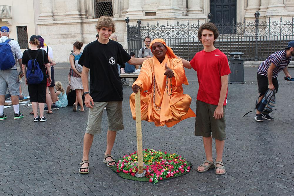 Un fakir sur Piazza Navona