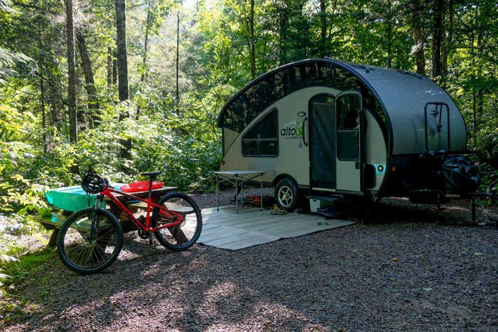Notre emplacement dans le camping La Bétulaie
