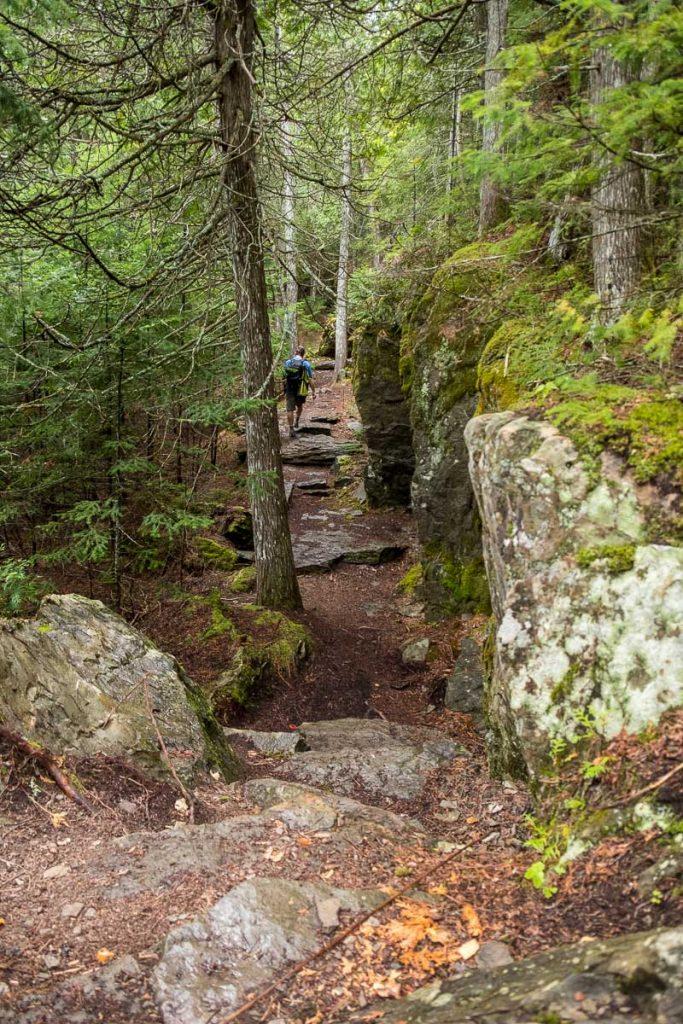 Dans le sentier de La Montagne-du-Chaudron